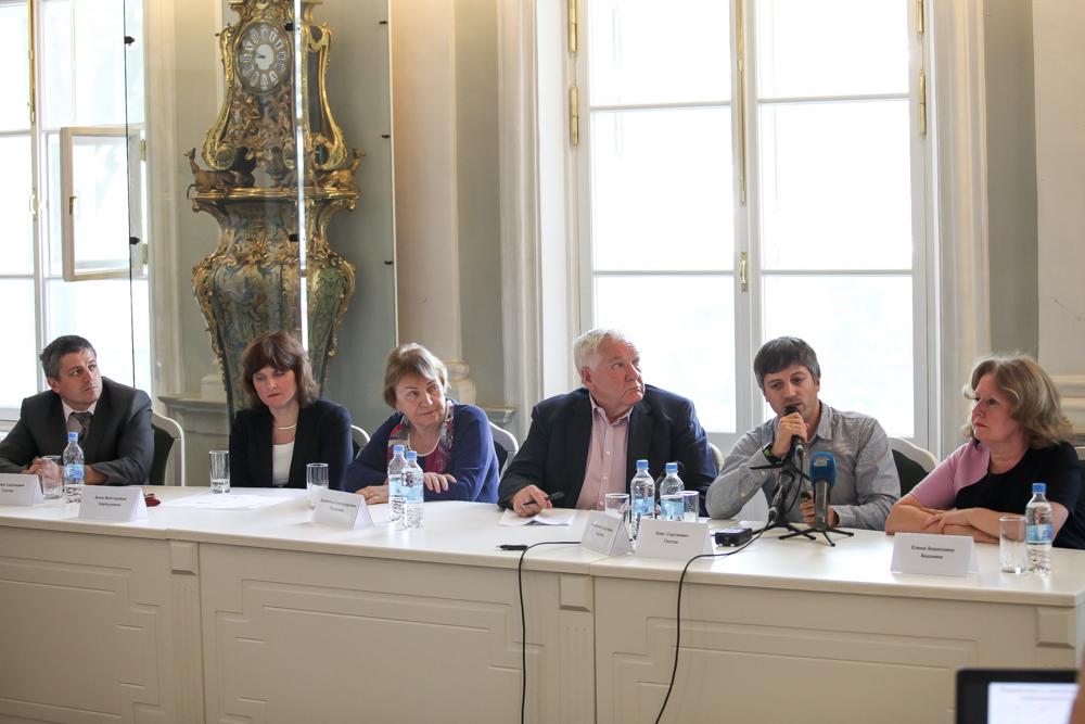 Олег Глотов с докладом о генетическом проекте для детей